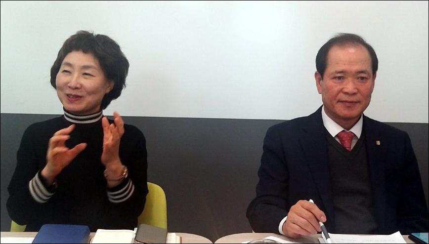 이상민 위드팜 대표(오른쪽)와 홍경애 전무